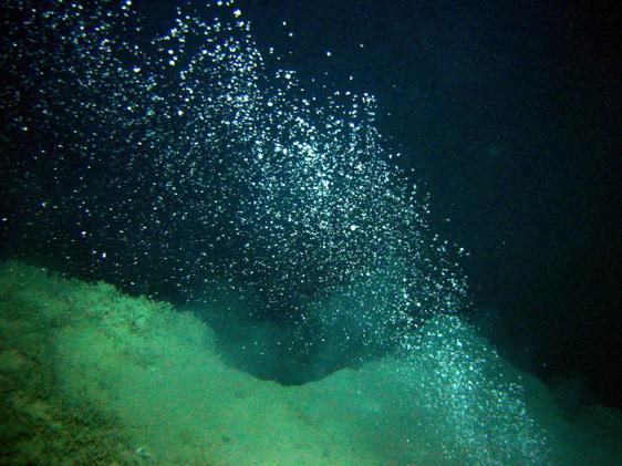 Fig.1 L'Océan absorbe naturellement et de façon permanente le CO2 de l'air, qui se dissout au contact de l'eau - Crédits : Surfrider Open Campus