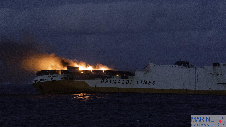 Le lundi 11 Avril 2019 au large des cotes Bretonne. Le 10 mars 2019, le Centre Régional Opérationnel de Surveillance et de Sauvetage (CROSS) d'Etel est informé par le Maritime Rescue Coordination Center (MRCC) de Rome de la situation à bord du navire italien «Grande America». Le navire hybride roulier et porte-conteneurs (ConRo) «Grande America»a déclaré un incendie à bord, il se trouve à 142 nautiques au sud ouest du Finistère. L'équipage a était évacué par la Frégate britannique HMS «Argyll». L'Amiral Lozier Jean-Louis, préfet maritime de la zone Atlantique, ordonne au Remorqueur d'Assistance et de Sauvetage (RAIS) Abeille Bourbon de rallier le navire. L'amiral décide d'envoyer l'Équipe d'Évaluation et d'Intervention (EEI) a bord du RAIS Abeille Bourbon afin d'évaluer la situation du navire. La Frégate Multi-Missions (FREMM) Aquitaine a appareillé lundi 10 avril au matin pour rejoindre le bâtiments et apporter son soutien logistique a cette opération.